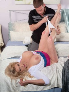 Busty mature milf Tahnee Taylor for your jerking pleasure