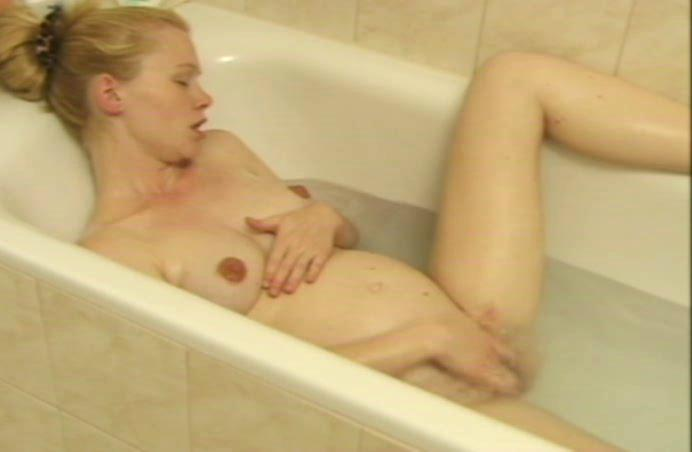 preggo in bathtub